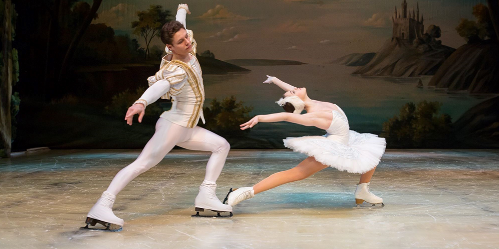 Swan Lake On Ice pe scena Salii Palatului in 2015 (comunicat)